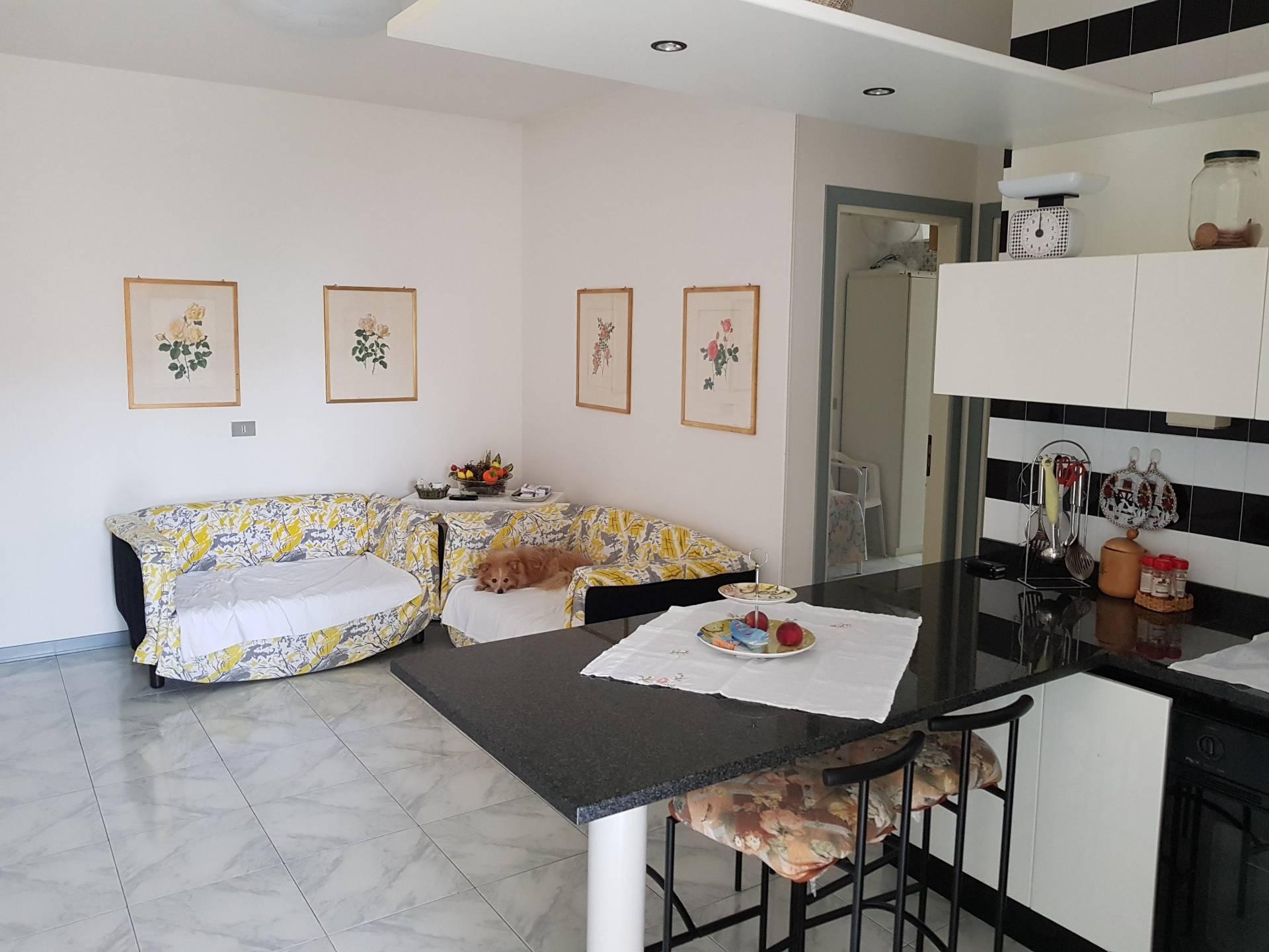 Appartamento in vendita a Martinsicuro, 3 locali, prezzo € 80.000 | CambioCasa.it