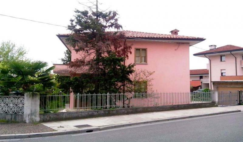 Villa in vendita a Udine, 6 locali, prezzo € 205.000 | Cambio Casa.it