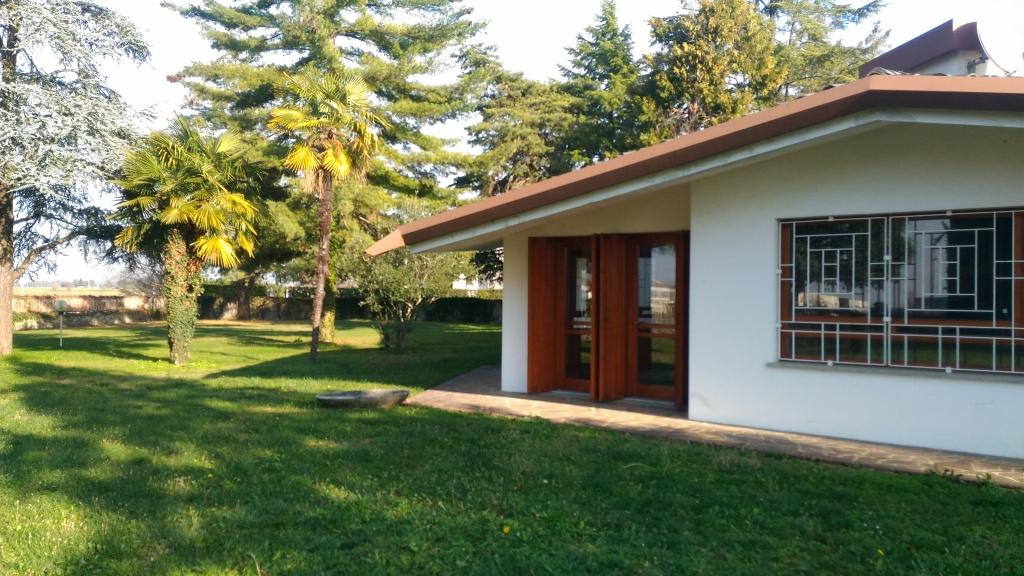 Villa in vendita a Premariacco, 9 locali, prezzo € 350.000 | Cambio Casa.it