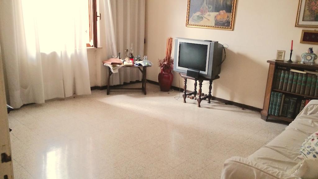 Appartamento in vendita a Ancona, 4 locali, zona Località: ZonaVallemiano, prezzo € 65.000 | Cambio Casa.it