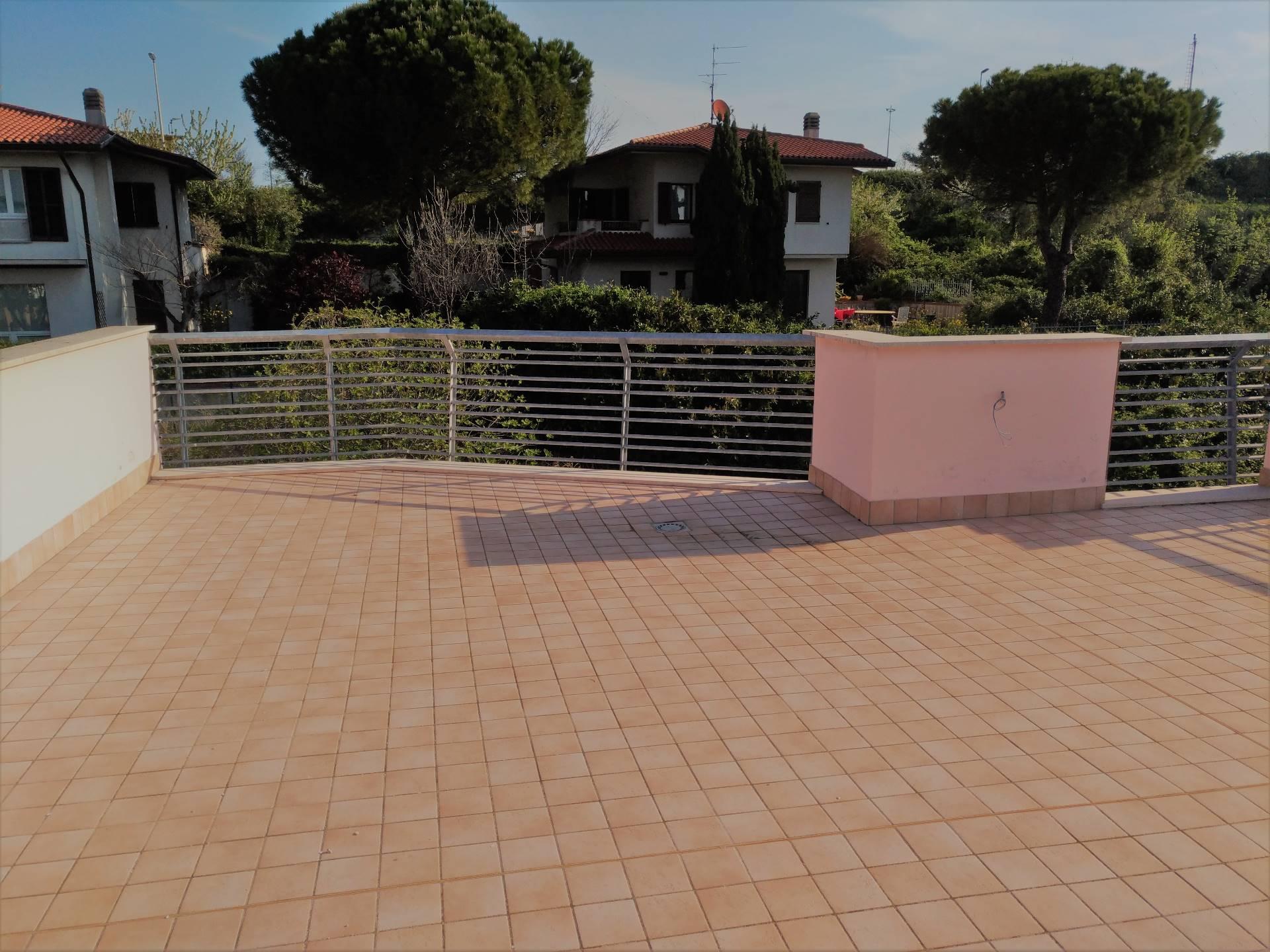 Appartamento in affitto a Ancona, 4 locali, zona Località: BorgoRodi, prezzo € 700 | Cambio Casa.it