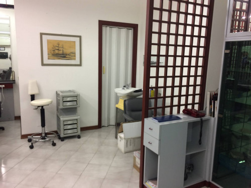 Locale commerciale in Affitto a Ancona