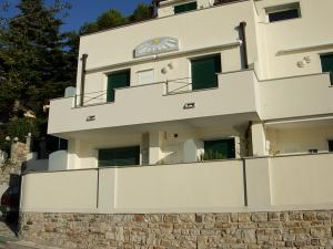 Three-room flat in villa for Sale to Andora