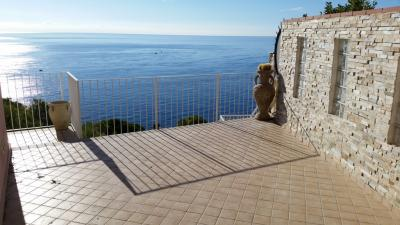 Flat in villa for Sale to Andora