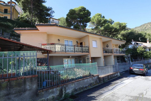 Terraced house for Sale to Andora