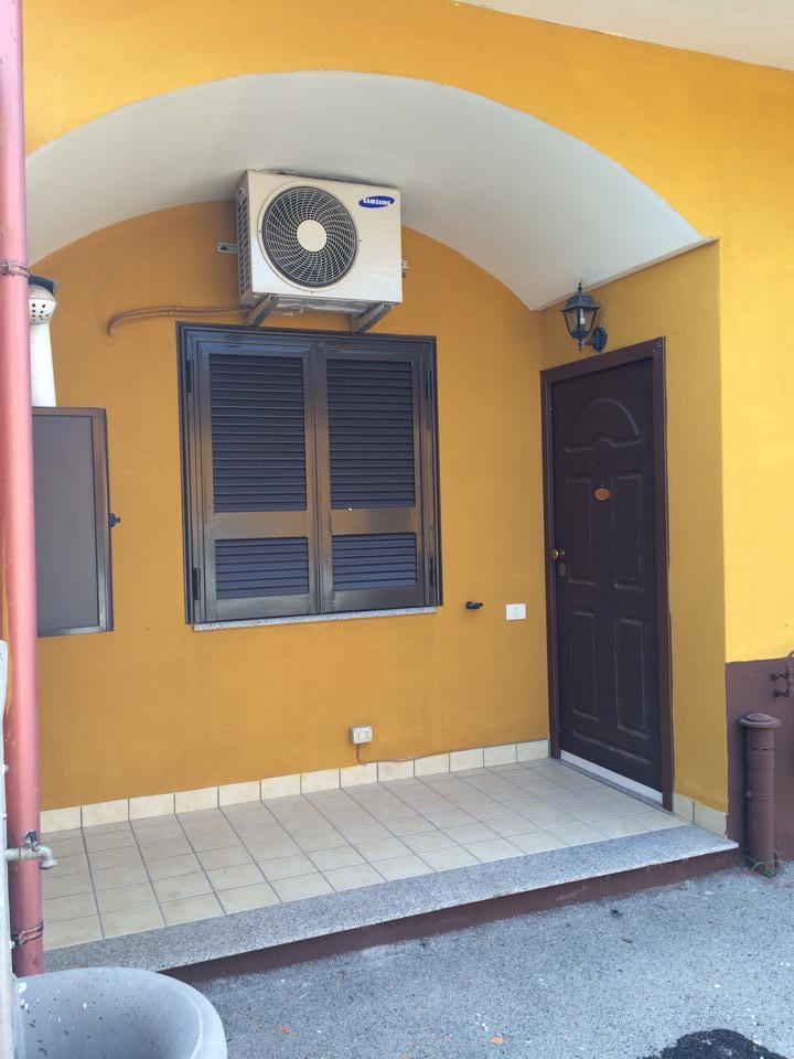 Appartamento in affitto a Giugliano in Campania, 2 locali, zona Zona: Varcaturo, prezzo € 310 | CambioCasa.it