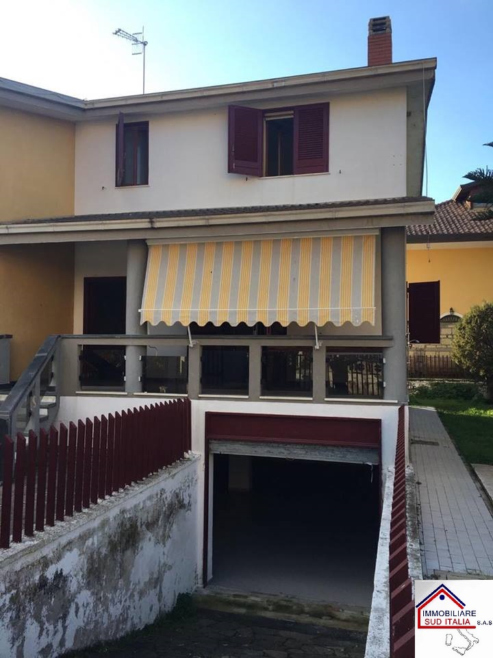Villa in affitto a Giugliano in Campania, 4 locali, zona Località: LagoPatria, prezzo € 700 | Cambio Casa.it
