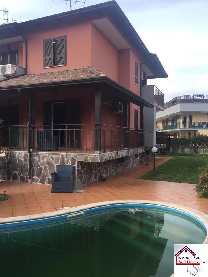Villa in affitto a Giugliano in Campania, 4 locali, zona Zona: Varcaturo, prezzo € 900 | Cambio Casa.it