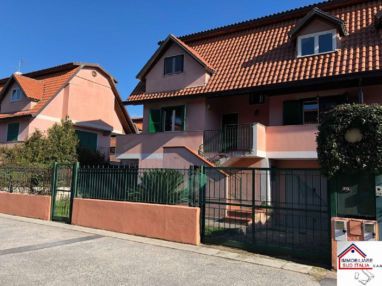 vendita villa giugliano in campania varcaturo  279000 euro  4 locali  240 mq
