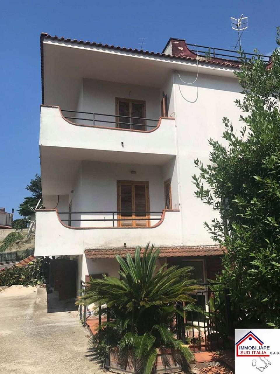 Villa in affitto a Giugliano in Campania, 6 locali, zona Zona: Licola, prezzo € 1.200 | CambioCasa.it