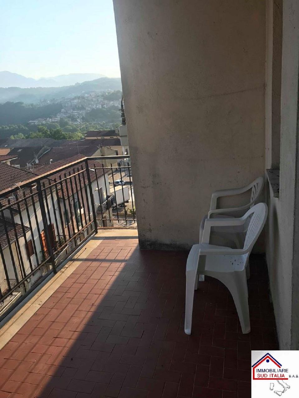 Appartamento in affitto a Pratola Serra, 3 locali, prezzo € 300 | CambioCasa.it