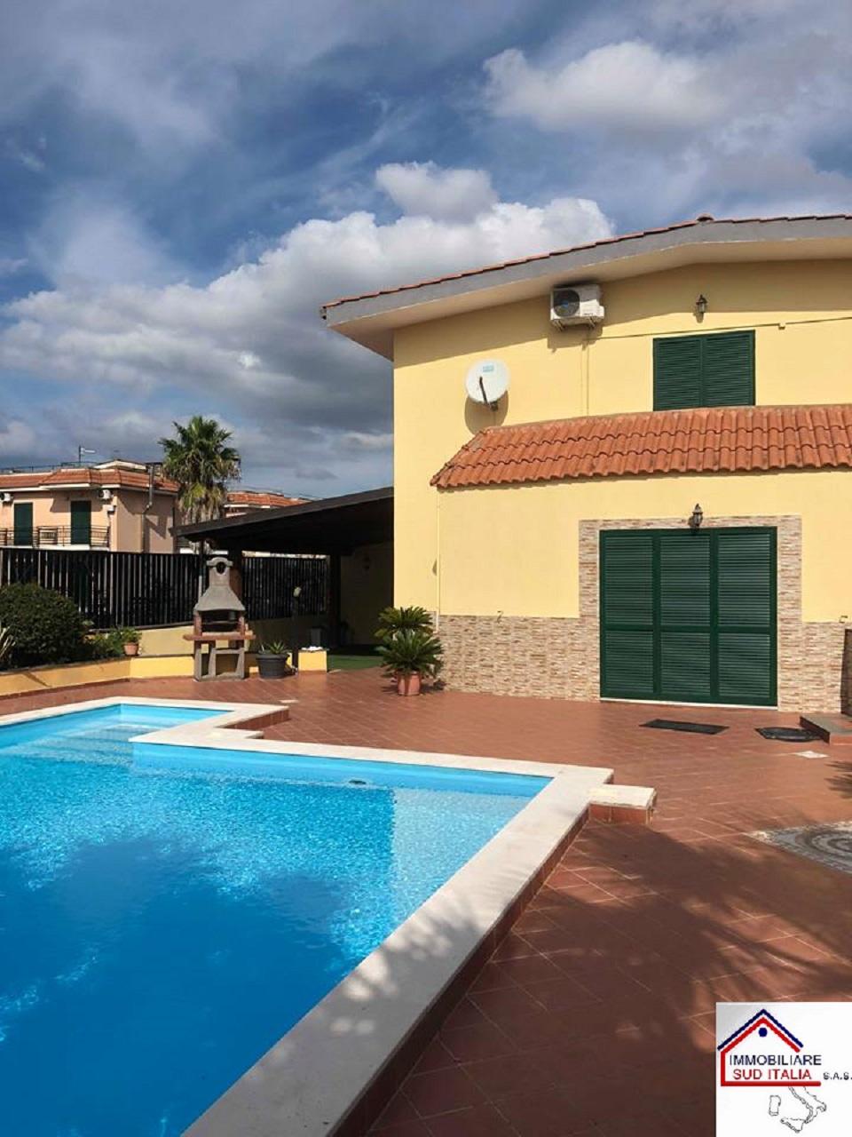 Villa in Affitto a Giugliano in Campania