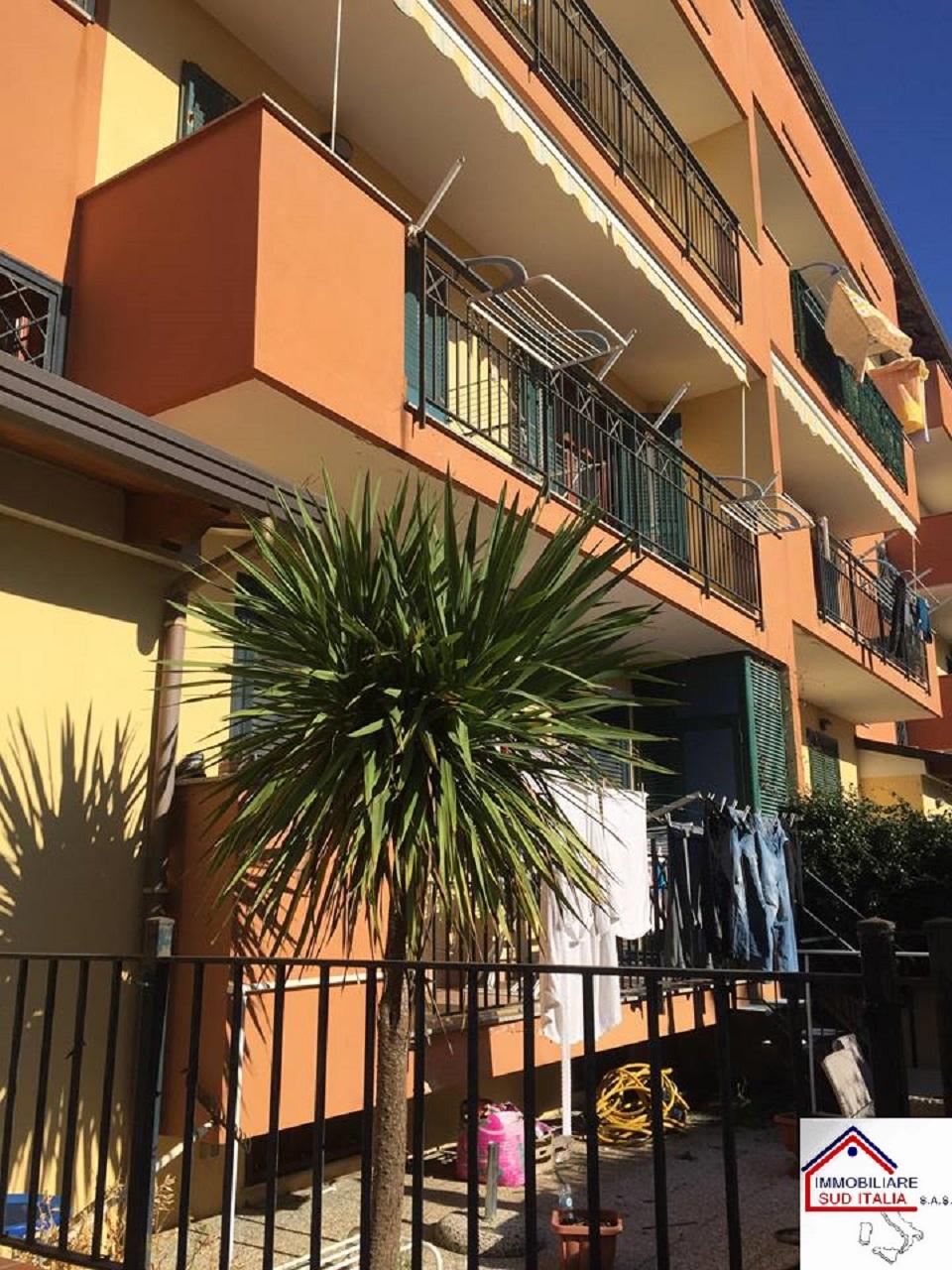 Appartamento in vendita a Giugliano in Campania, 3 locali, zona Zona: Licola, prezzo € 150.000   CambioCasa.it