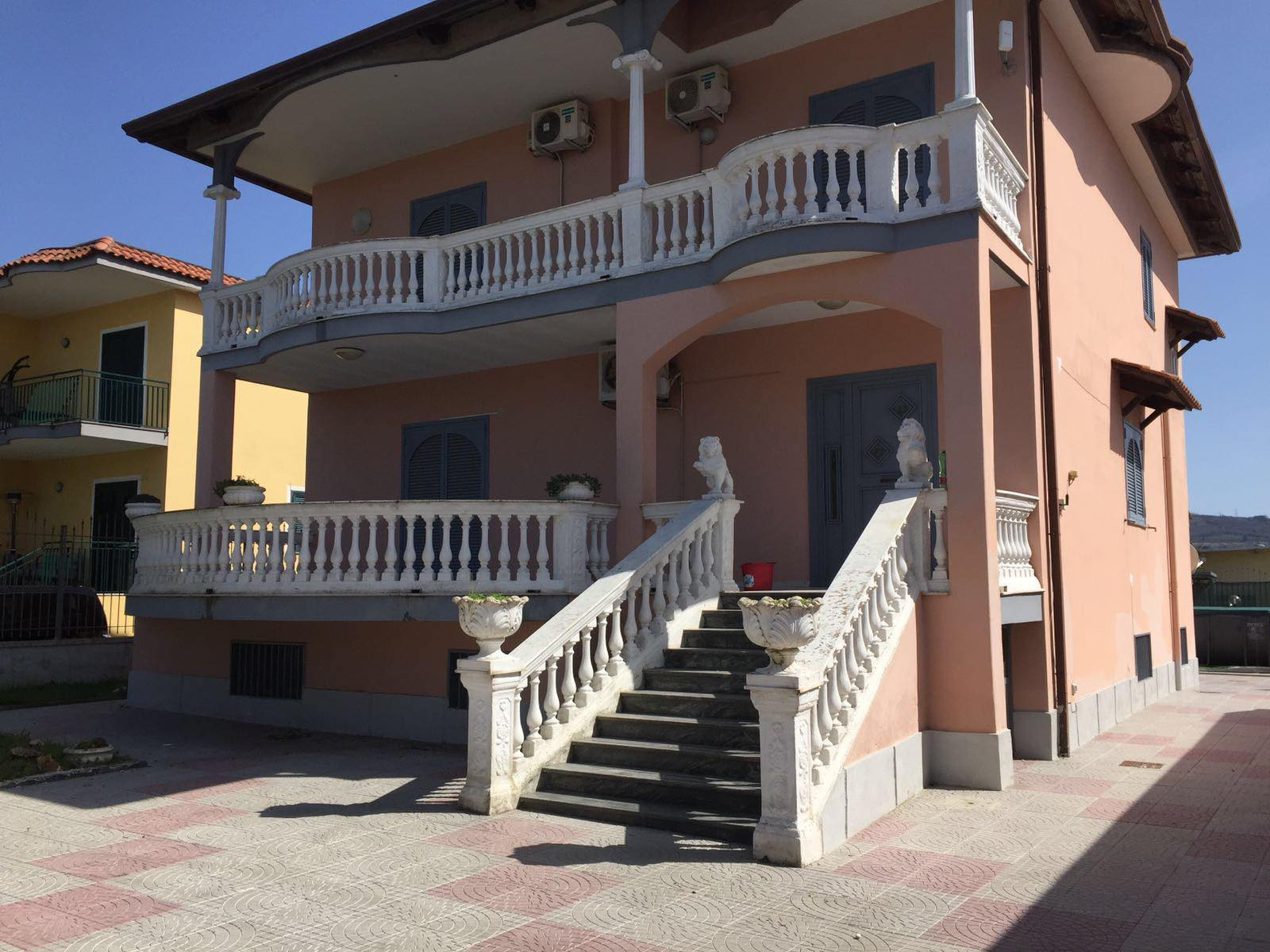 Villa in vendita a Giugliano in Campania, 4 locali, zona Zona: Licola, Trattative riservate   CambioCasa.it