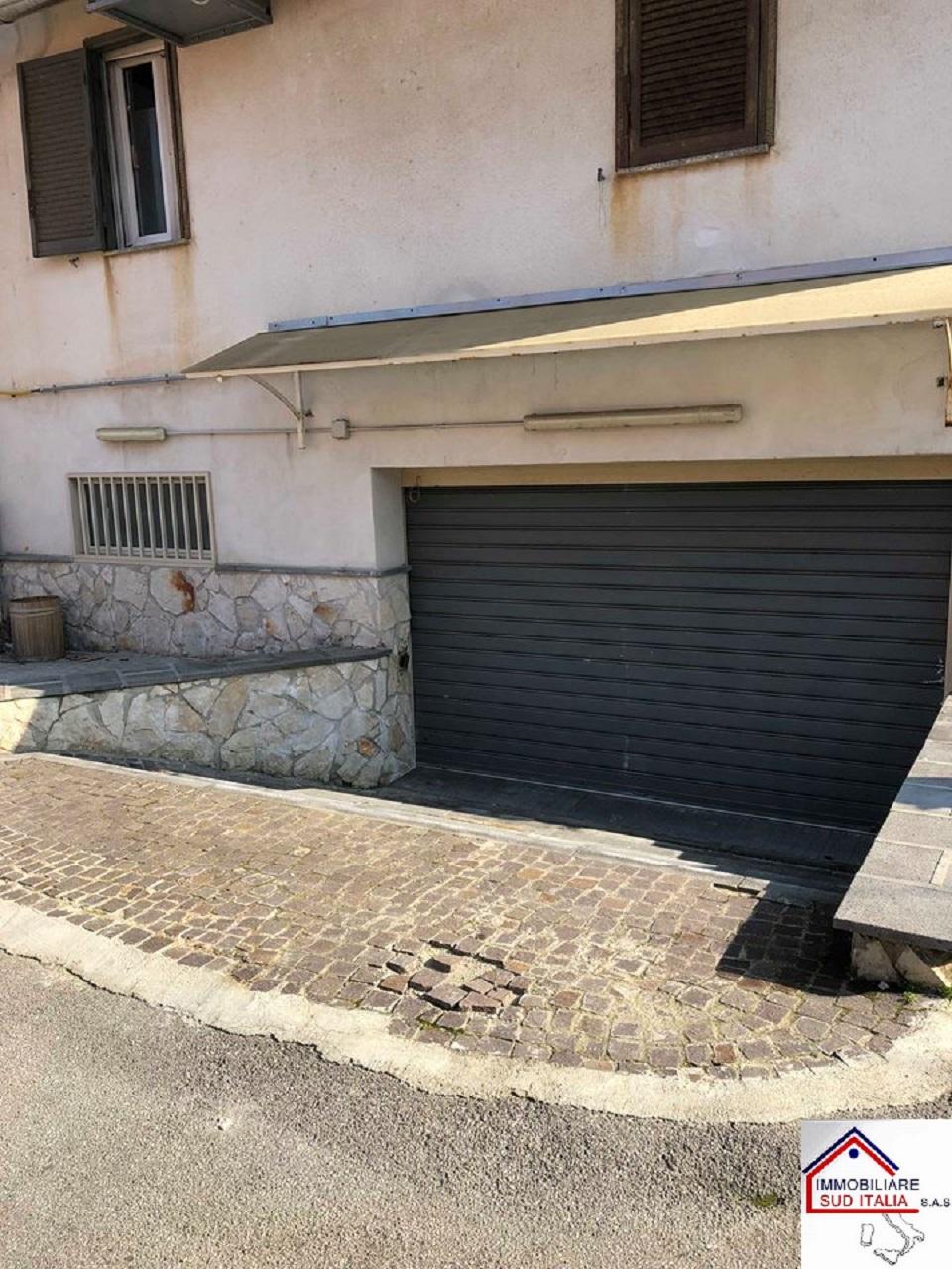 Magazzino in affitto a Giugliano in Campania, 9999 locali, zona Zona: Varcaturo, prezzo € 550 | CambioCasa.it