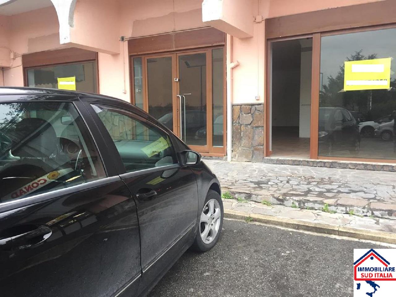Negozio / Locale in affitto a Giugliano in Campania, 9999 locali, zona Zona: Licola, prezzo € 1.700 | CambioCasa.it