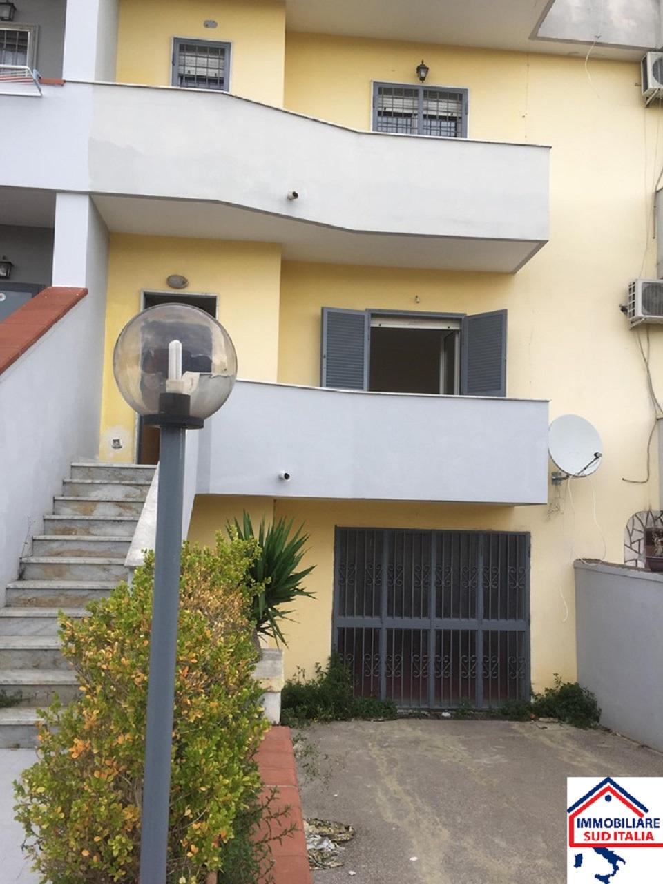 Villa a Schiera in affitto a Giugliano in Campania, 4 locali, zona Zona: Licola, prezzo € 600 | CambioCasa.it