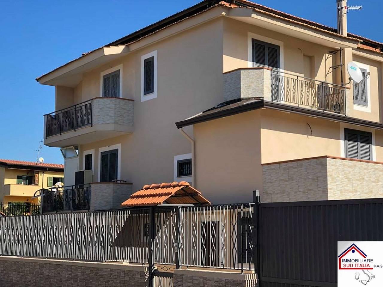Appartamento in affitto a Giugliano in Campania, 2 locali, zona Zona: Varcaturo, prezzo € 350 | CambioCasa.it