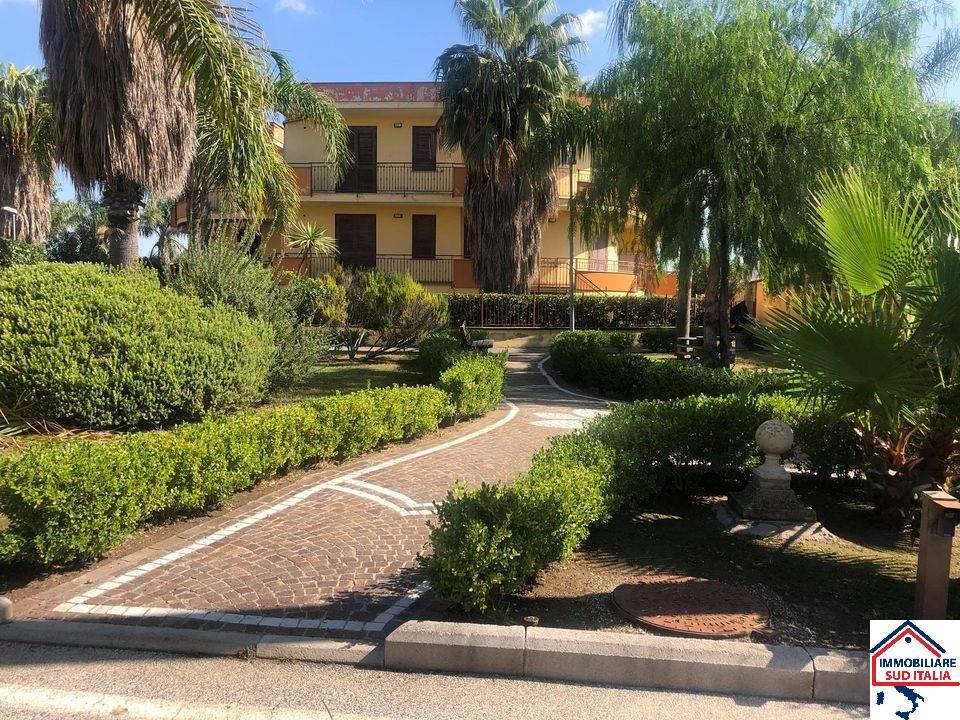 Appartamento in affitto a Giugliano in Campania, 3 locali, zona Zona: Varcaturo, prezzo € 600 | CambioCasa.it