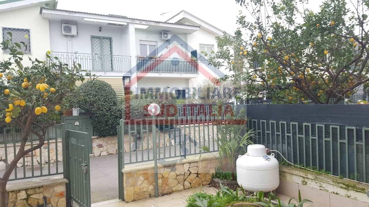 Villa a Schiera in affitto a Giugliano in Campania, 4 locali, zona Zona: Licola, prezzo € 650   CambioCasa.it
