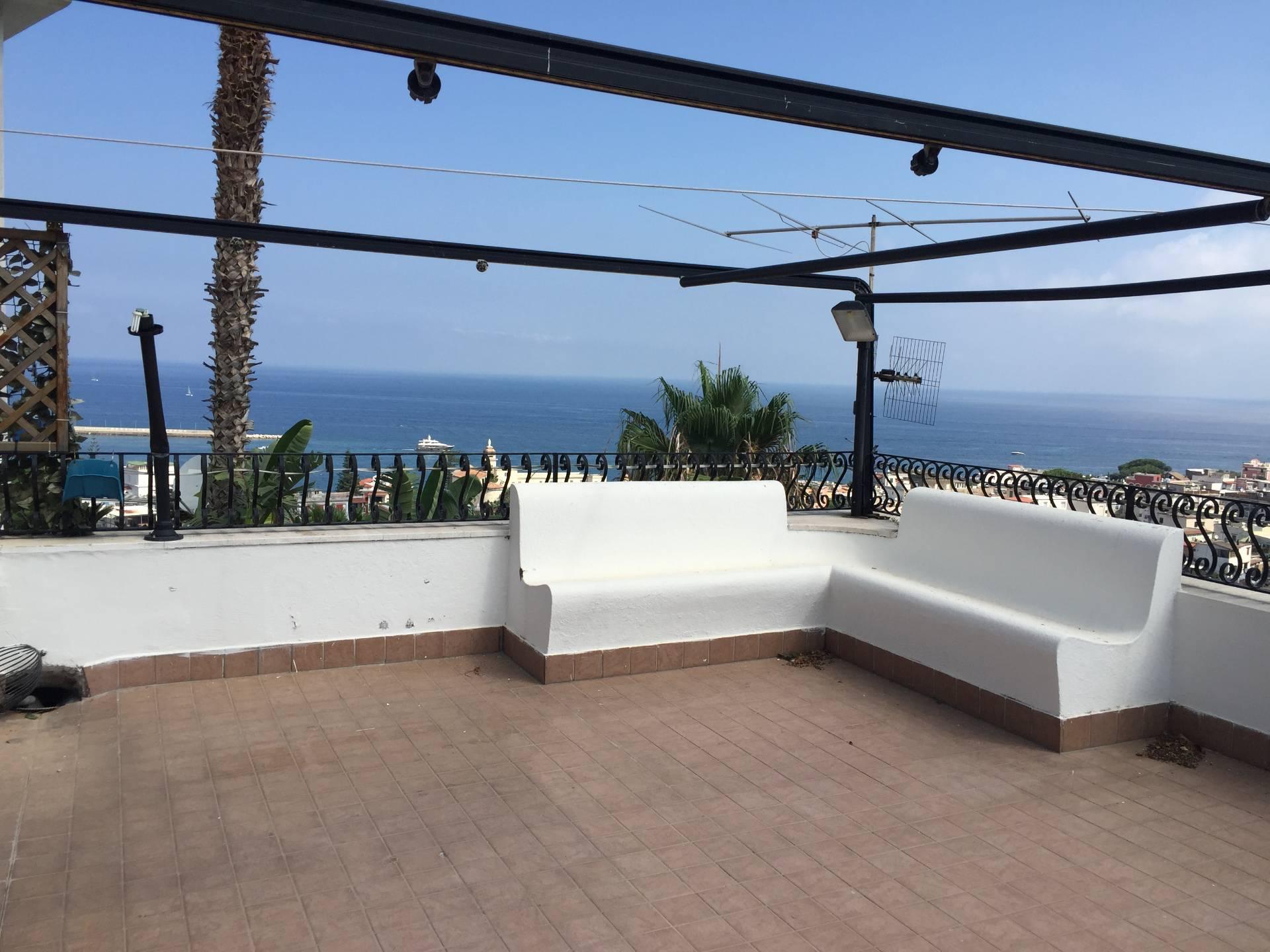 Appartamento in vendita a Casamicciola Terme, 4 locali, prezzo € 380.000 | Cambio Casa.it