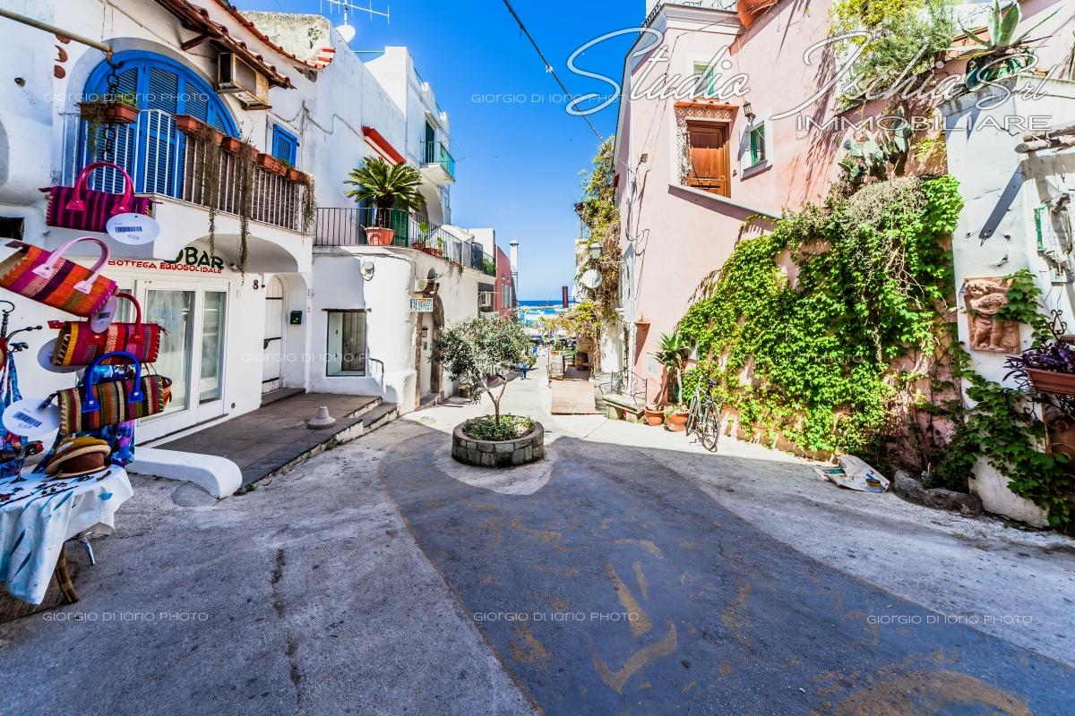 Appartamento in vendita a Forio, 1 locali, zona Località: ForioCentro, prezzo € 85.000 | Cambio Casa.it