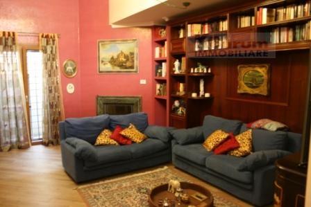 Villa in vendita a Ciampino, 5 locali, zona Località: MuradeiFrancesi, prezzo € 395.000 | Cambio Casa.it
