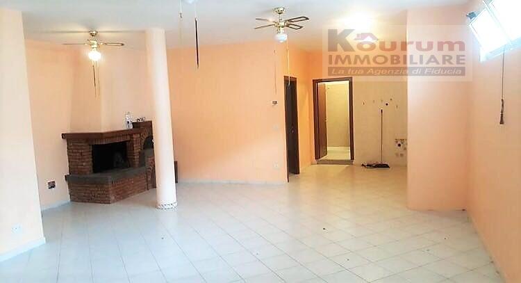 Villa in vendita a Albano Laziale, 6 locali, zona Zona: Pavona, prezzo € 220.000 | Cambio Casa.it