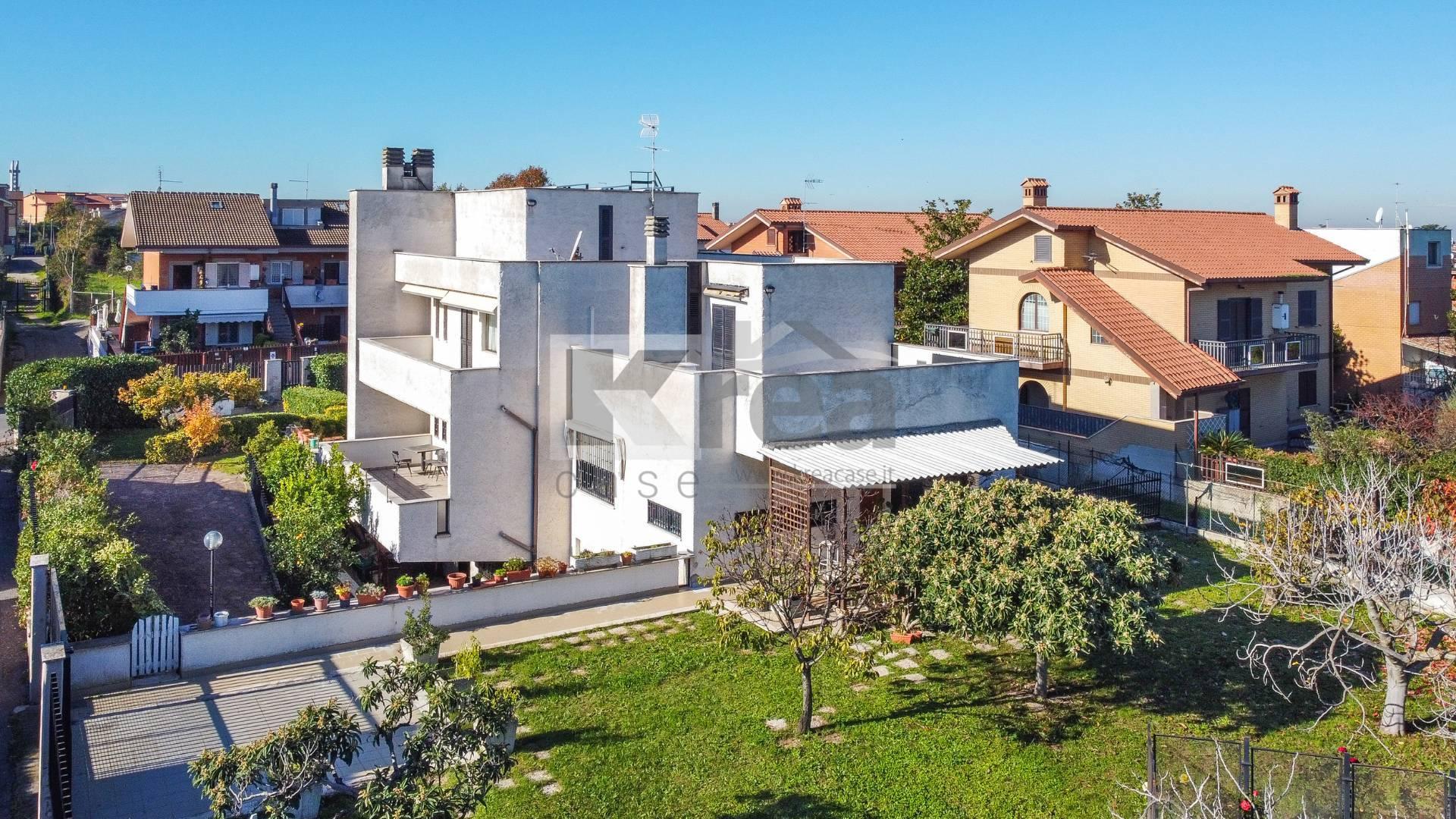 Villa in vendita a Ciampino, 10 locali, zona Località: AcquaAcetosa, prezzo € 660.000 | CambioCasa.it