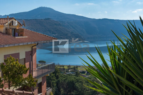 Appartamento in Vendita a Castel Gandolfo
