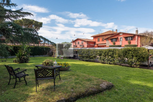 Appartamento in Villa in Vendita a Roma