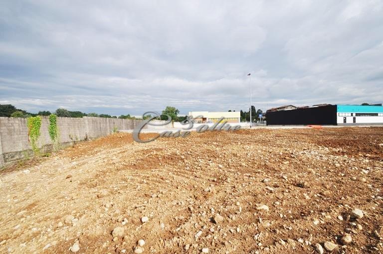 Terreno industriale in vendita - 3900 mq