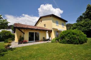 Villa for Sale to Capiago Intimiano