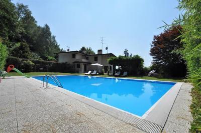 Villa bifamiliare in Affitto a Carimate