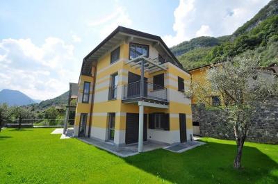 Villa Trifamiliare in Vendita a Tremezzina