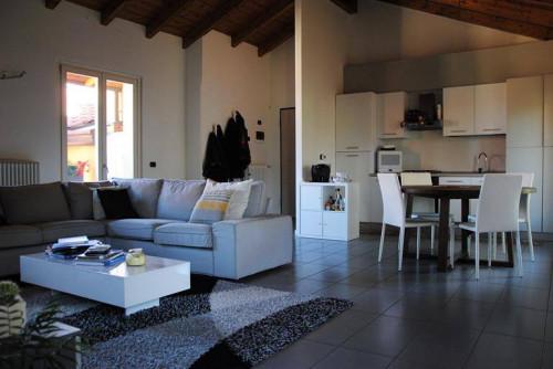 Three rooms apartment for Rent to Cermenate