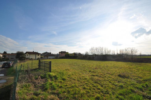 Plot approved for residential construction for Sale to Cermenate