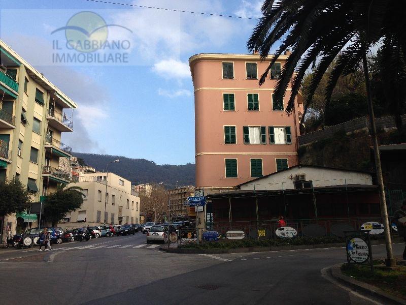 Appartamento in affitto a Recco, 6 locali, zona Località: Centrale, prezzo € 600 | Cambio Casa.it