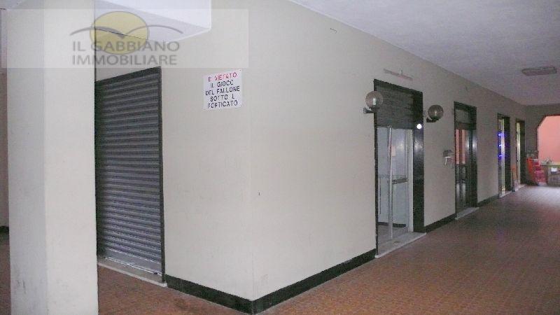 Negozio / Locale in affitto a Recco, 9999 locali, zona Località: piazzaleeuropa, prezzo € 650 | CambioCasa.it