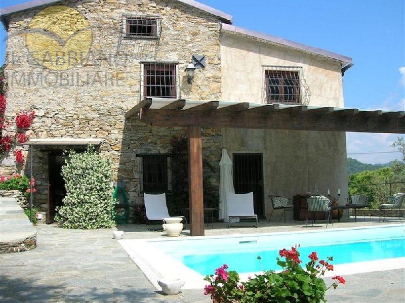 Palazzo / Stabile in affitto a Avegno, 10 locali, prezzo € 3.200 | CambioCasa.it