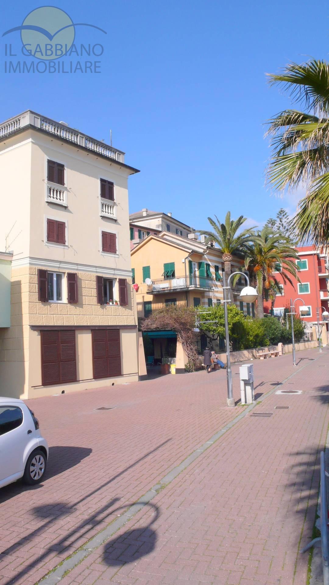 Appartamento in affitto a Recco, 3 locali, zona Località: lungomare, prezzo € 500 | Cambio Casa.it