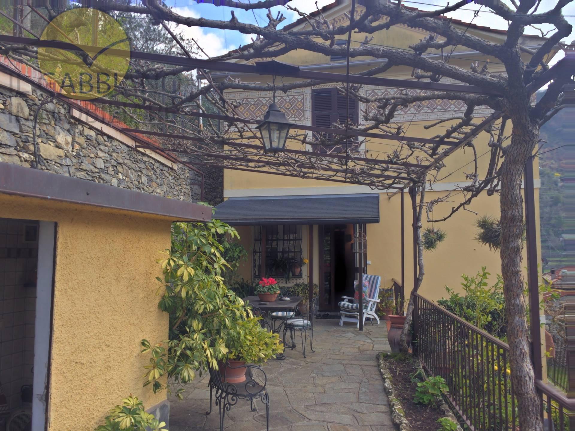 Villa in vendita a Avegno, 6 locali, prezzo € 395.000 | Cambio Casa.it