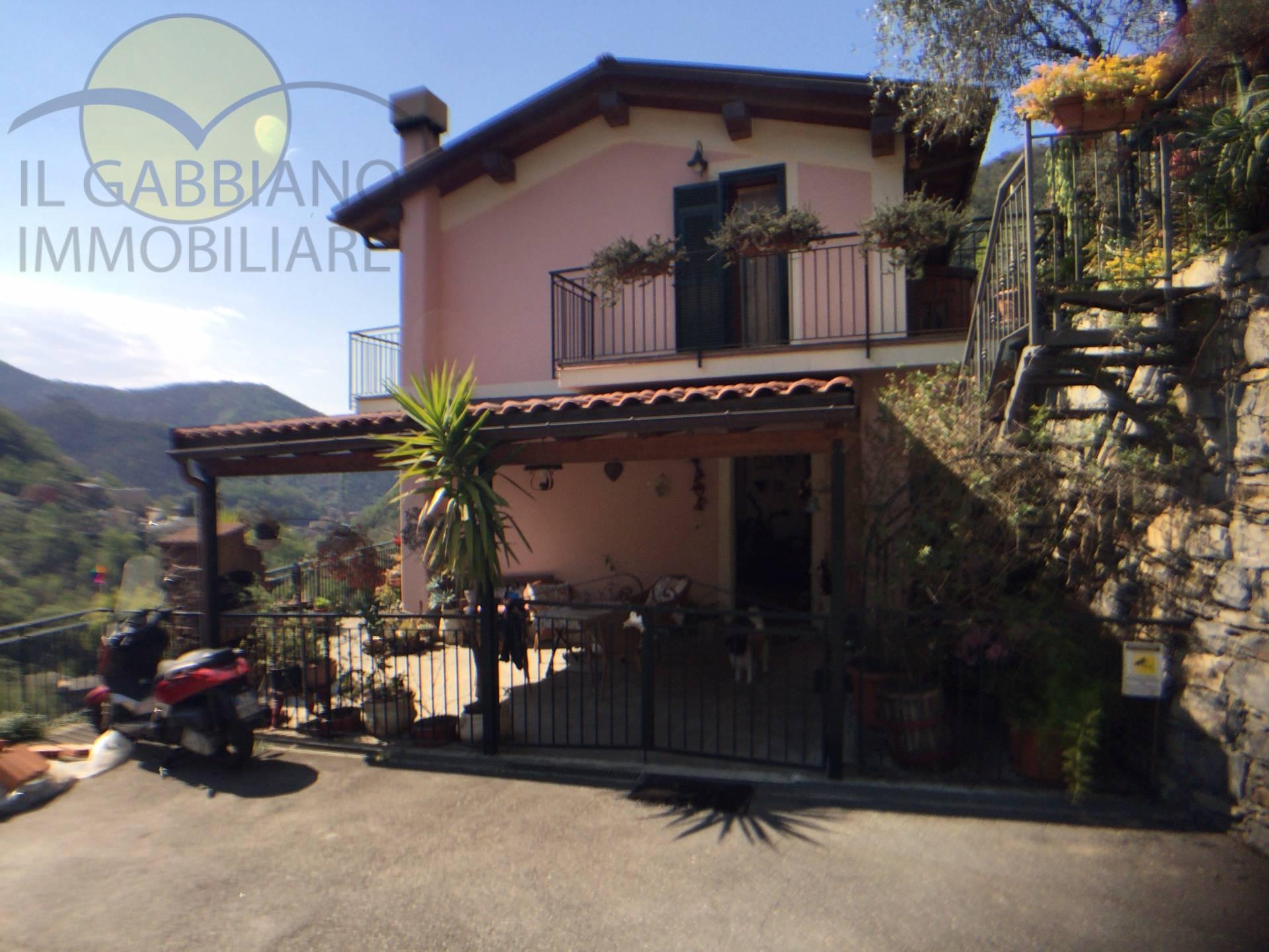 Villa a Schiera in vendita a Avegno, 6 locali, prezzo € 330.000 | CambioCasa.it