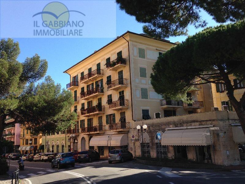Appartamento in affitto a Recco, 6 locali, zona Località: Centro, prezzo € 1.200 | CambioCasa.it