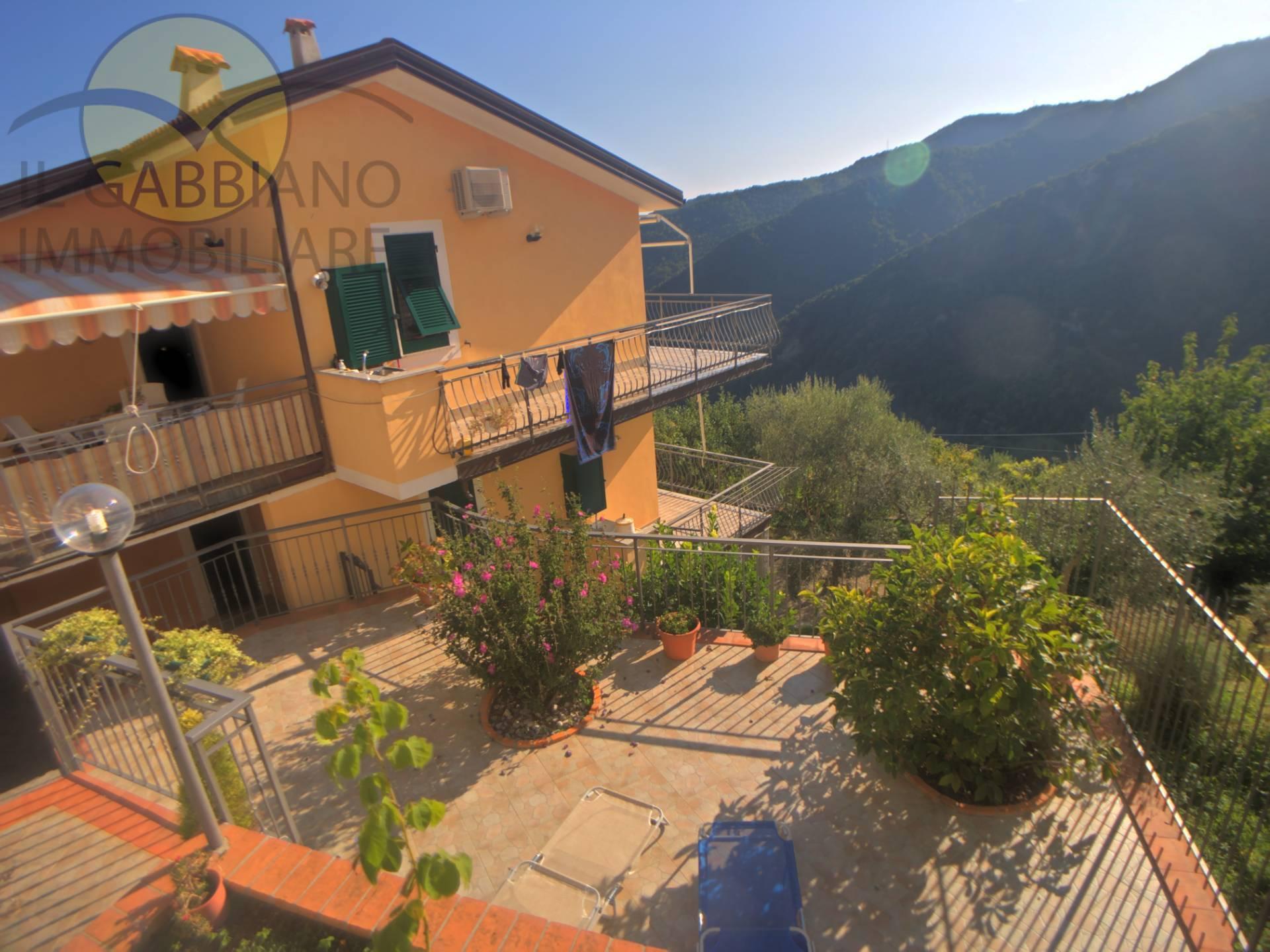 Appartamento in affitto a Avegno, 6 locali, zona Zona: Testana, prezzo € 550 | CambioCasa.it
