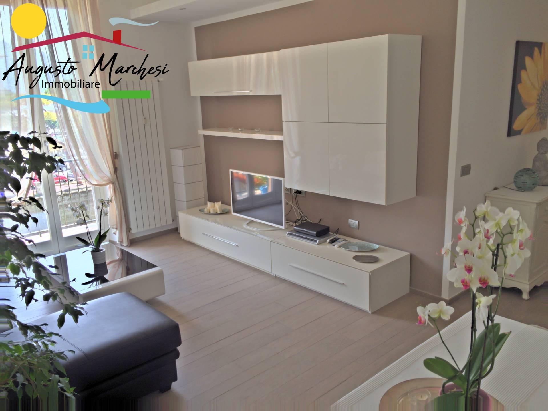 Appartamento in affitto a Recco, 6 locali, zona Località: Lungomare, prezzo € 1.600 | CambioCasa.it