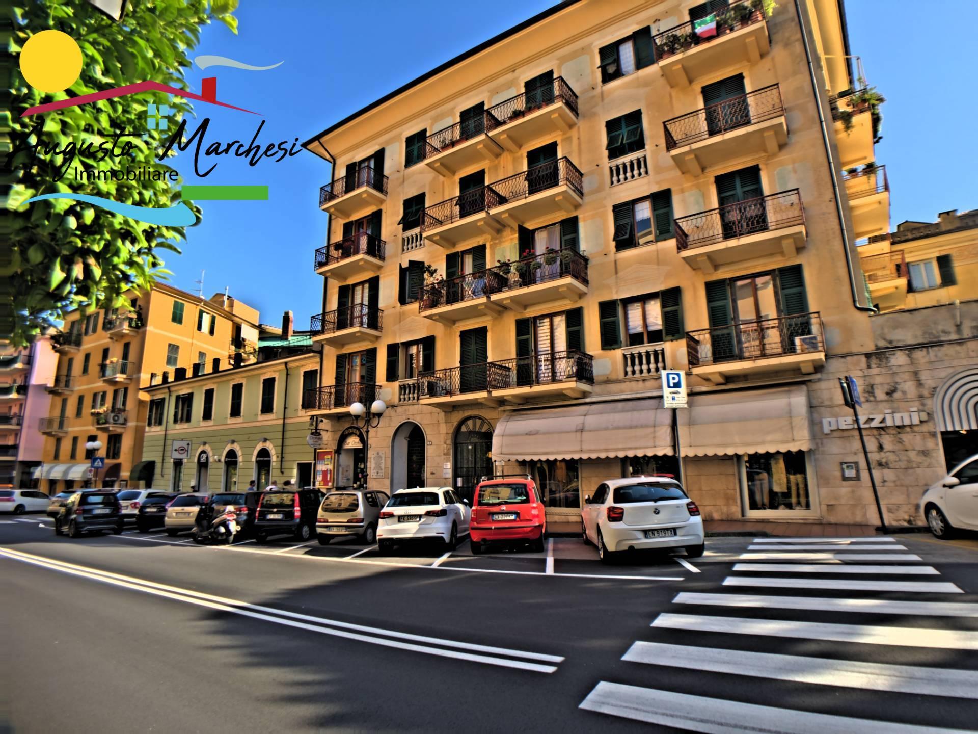 Appartamento in affitto a Recco, 6 locali, zona Località: Centro, prezzo € 1.900 | CambioCasa.it