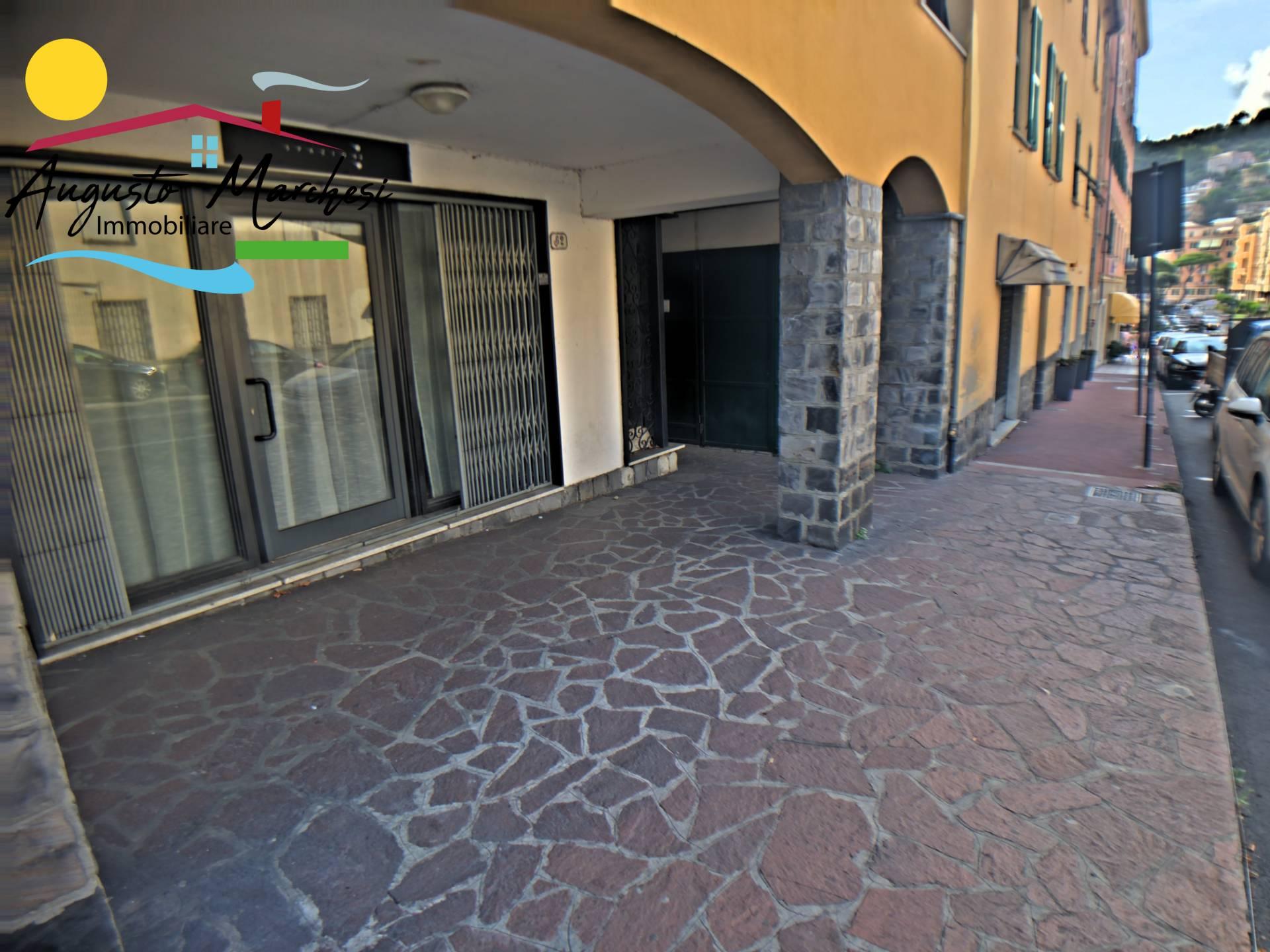 Negozio / Locale in affitto a Recco, 9999 locali, zona Località: centrale, prezzo € 650 | CambioCasa.it