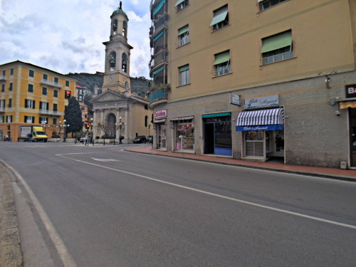 Commercial Property for Rent to Recco
