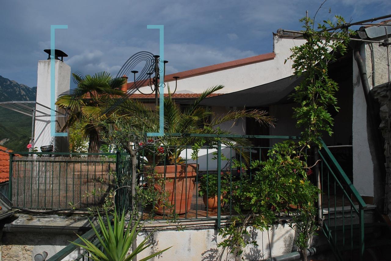 Rustico / Casale in vendita a Erli, 5 locali, prezzo € 198.000 | CambioCasa.it